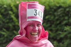 Donna in vestito operato alla corsa per vita Fotografie Stock Libere da Diritti