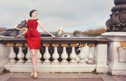 Donna in vestito rosso Fotografie Stock Libere da Diritti