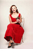 Donna in vestito rosso con il vischio Fotografia Stock