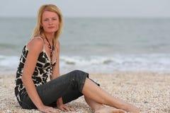 Donna vicino al mare Immagine Stock