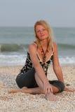 Donna vicino al mare Fotografie Stock