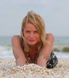 Donna vicino al mare Fotografie Stock Libere da Diritti