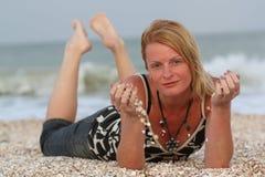 Donna vicino al mare Fotografia Stock