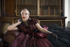 Donna vittoriana in biblioteca Fotografia Stock