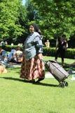 Donna zingaresca con il carretto Immagine Stock Libera da Diritti