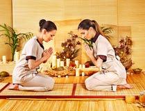 Donne alla stazione termale di bambù. Immagine Stock