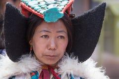 Donne buddisti tibetane in vestito nazionale Monastero di Hemis, Ladakh, India del nord fotografia stock libera da diritti