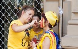Donne catalane che fanno bandiera catalana sul fronte Fotografia Stock Libera da Diritti