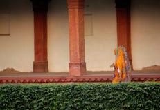 Donne che camminano in Fatehpur Sikri Immagine Stock