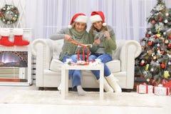 Donne che celebrano il Natale Fotografia Stock Libera da Diritti