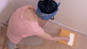 Donne che dipingono stanza
