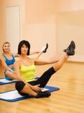 Donne che fanno esercitazione di fitnees Immagini Stock