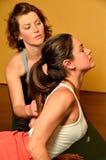 Donne che fanno yoga ed istruzione Fotografia Stock Libera da Diritti