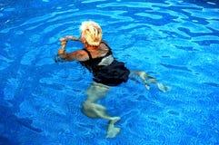 Donne che nuotano Fotografie Stock Libere da Diritti