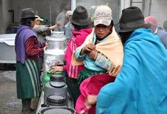 Donne che producono formaggio Immagini Stock