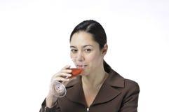 Donne che sorseggiano vino Fotografie Stock Libere da Diritti