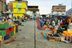 Donne che vendono frutta e le verdure in Yungay, Perù Immagine Stock Libera da Diritti