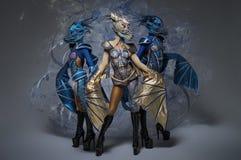 Donne con bello body art dei draghi immagine stock libera da diritti