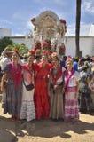 Donne con i vestiti tipici nel modo del EL Rocio di pellegrinaggio Immagini Stock Libere da Diritti