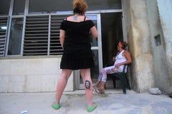 Donne con il tatoo del od Che Guevera del ritratto sulla sua gamba Fotografie Stock
