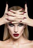 Donne con trucco ed il manicure fotografia stock libera da diritti