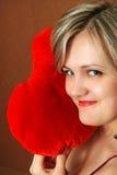 Donne con un cuscino del cuore Fotografia Stock Libera da Diritti