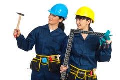Donne degli operai che osservano via Immagine Stock