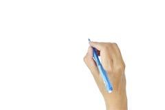 Donne della mano con l'isolato di scrittura della penna su fondo bianco fotografia stock