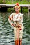 Donne della Tailandia che eseguono ballo sull'acqua fotografia stock
