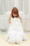 Donna della testarossa alla terapia di Yumeiho immagini stock