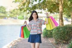 Donne di acquisto di amore di acquisto Fotografia Stock