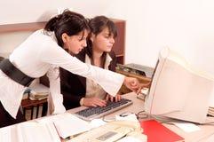 Donne di affari all'ufficio Immagini Stock Libere da Diritti