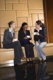 Donne di affari con caffè. Fotografia Stock