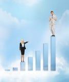 Donne di affari con il grande grafico 3d Fotografia Stock Libera da Diritti