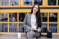 Donne di affari con la compressa Fotografie Stock Libere da Diritti