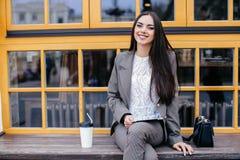 Donne di affari con la compressa Fotografia Stock