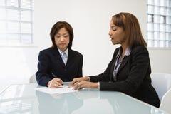 Donne di affari sul lavoro Fotografie Stock Libere da Diritti