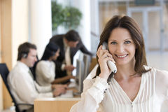 Donne di affari sul telefono Fotografia Stock