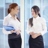 Donne di affari in ufficio Immagini Stock Libere da Diritti