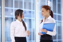 Donne di affari in ufficio Fotografia Stock Libera da Diritti