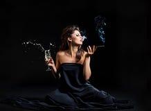 Donne di fascino con champagne Immagini Stock Libere da Diritti