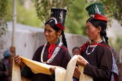 Donne di Ladakh in abiti tradizionali Immagine Stock