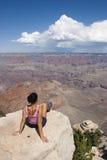 Donne di solitudine in grande canyon S.U.A. Immagini Stock Libere da Diritti