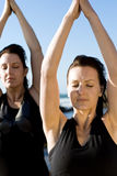 Donne di yoga Fotografie Stock Libere da Diritti