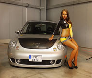 Donne graziose Car Parade Advertising di modello fotografie stock