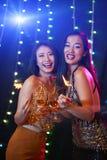 Donne graziose di clubbing fotografie stock
