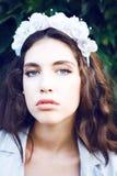 Donne graziose nel giardino fotografie stock