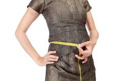 Donne incinte con un metro in suo stomaco Fotografia Stock Libera da Diritti