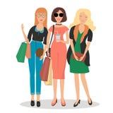 Donne nell'abbigliamento alla moda e nell'acquisto Fotografie Stock Libere da Diritti