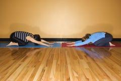 Donne nella posa di yoga Immagine Stock Libera da Diritti